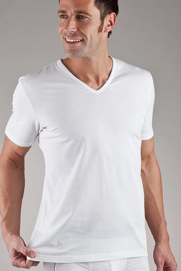 Abbildung zu T-Shirt, V-Ausschnitt (22451813) der Marke Jockey aus der Serie Modern Stretch