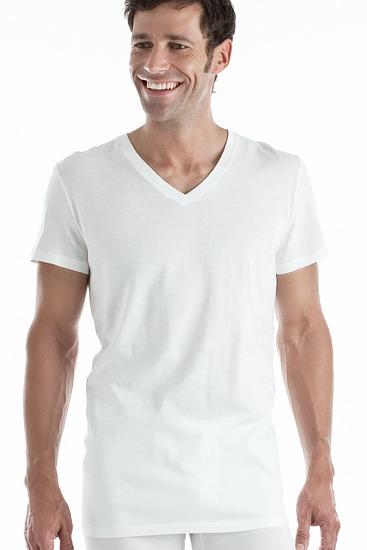 Abbildung zu V-Shirt, 2er-Pack (306996) der Marke HOM aus der Serie Shirts