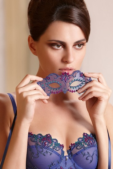 Abbildung zu Maske (AIA9022) der Marke Lise Charmel aus der Serie Royal saphir