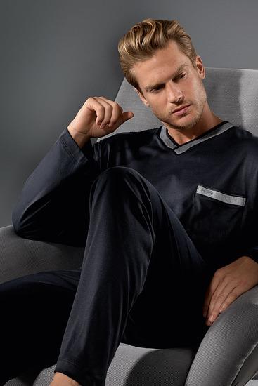 Abbildung zu Pyjama lang (21781) der Marke Mey aus der Serie Night Classic