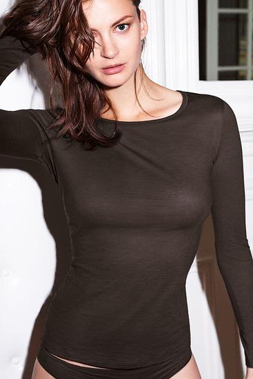 Abbildung zu Shirt, langarm (071347) der Marke Hanro aus der Serie Ultralight