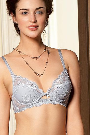 Abbildung zu Triangel-BH, mit Bügel (ACC6742) der Marke Lise Charmel aus der Serie Ultra Feminin