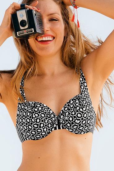 Abbildung zu Bikini-Oberteil Hermine (L6 8834-1) der Marke Rosa Faia aus der Serie Treasure Island