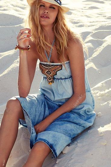 Abbildung zu Dress (3124124) der Marke Watercult aus der Serie Summer Solids 16