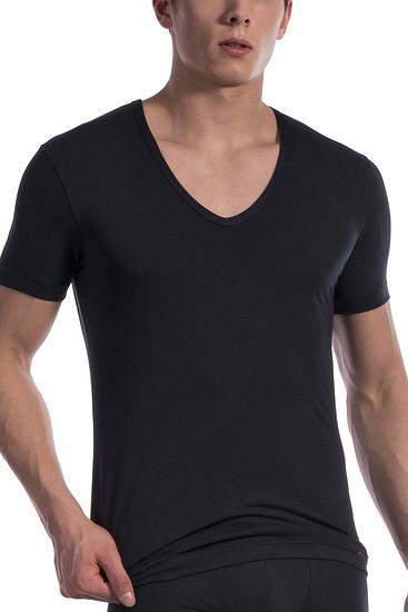 Abbildung zu T-Shirt, V-Neck low (107419) der Marke Olaf Benz aus der Serie Red 1601
