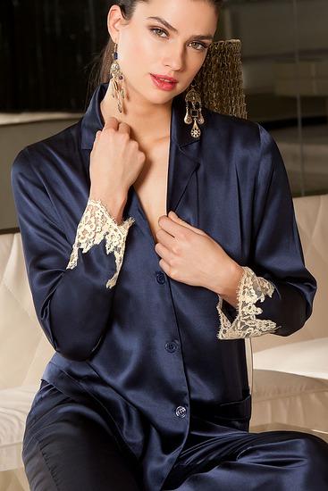 Abbildung zu Pyjama Jacke (ALC3480) der Marke Lise Charmel aus der Serie Splendeur Soie