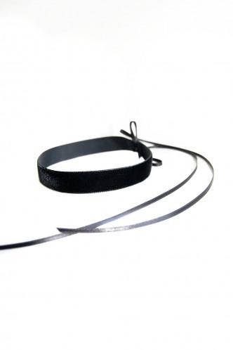 Abbildung zu BLACK VELVET CHOKER - Samthalsband (m003) der Marke Mondin aus der Serie Hals- und Armschmuck