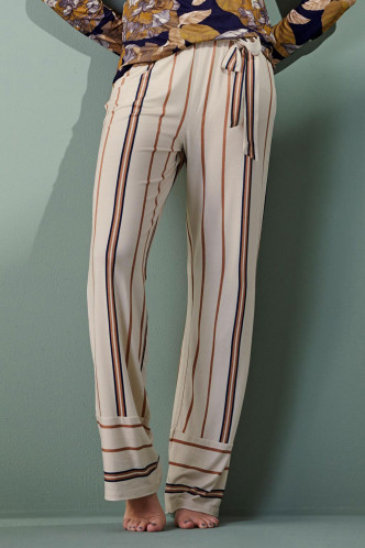 Abbildung zu Noor Meryl Trousers Long (401734-309) der Marke ESSENZA aus der Serie Loungewear 2021-2